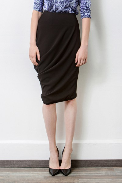 Assymetric skirt